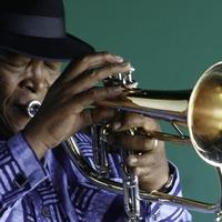 Elhunyt Hugh Masekela, a dél-afrikai jazz ikonja