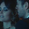 18+ Csak időutazós trükkel jön össze a szex Enrique Iglesiasnak