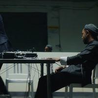 Kendrick Lamar kihallgatószobában, hazugságvizsgálón