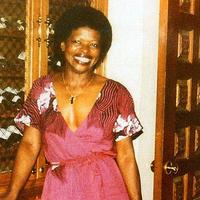 Utcán élt a 76 éves énekesnő, egy 22 éves hajléktalan meggyilkolta