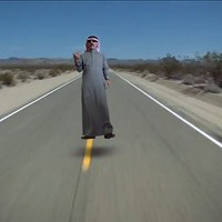 Fergetegesen vicces világ körüli utazás Omar Souleymannal