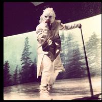 Kanye West bizarr maszkban lépett színpadra