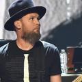 A Pearl Jam basszusgitárosa pólóval üzent – fájó hiányosságok a R&R Hírességek Csarnokában