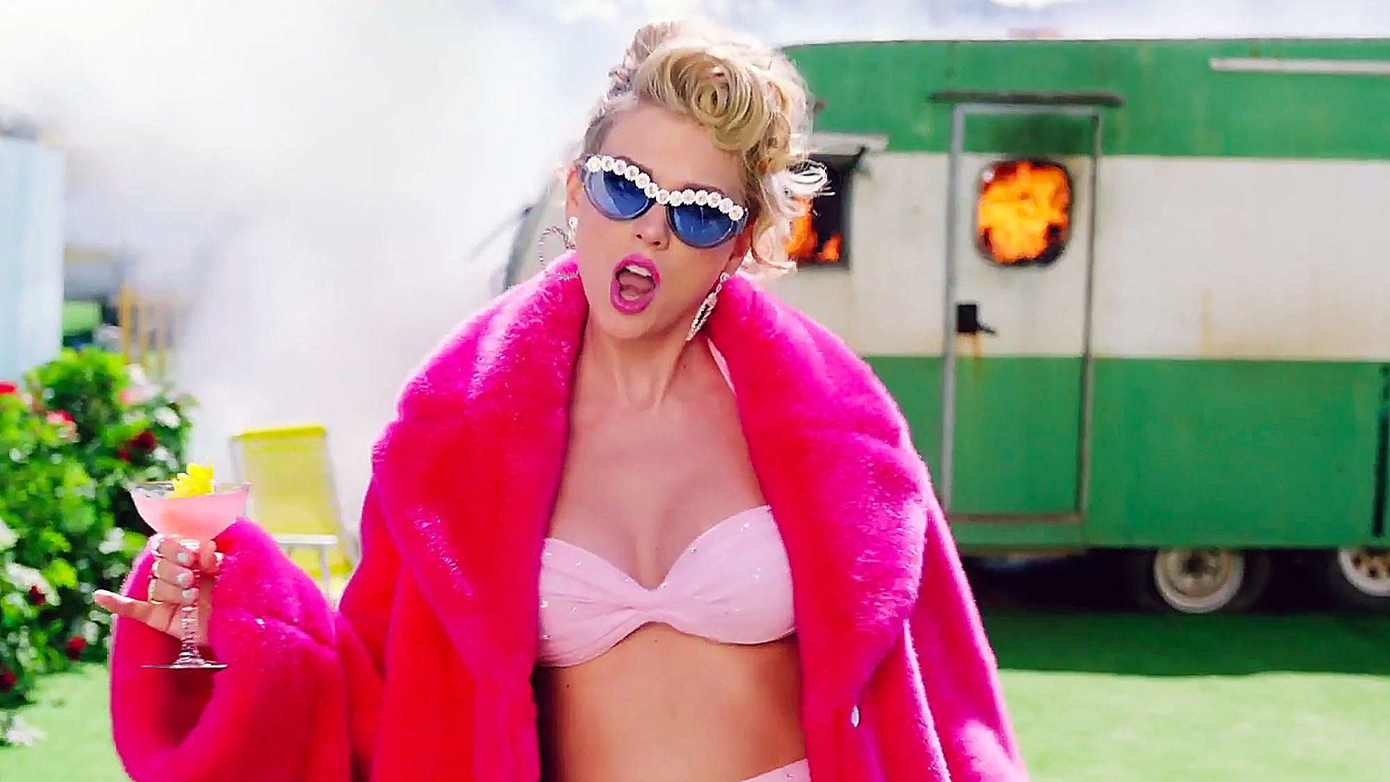 taylor-swift-you-need-to-calm-down-video-02.jpg