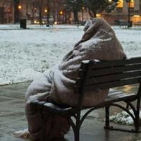 Hajléktalanokra támadni még a lakájmédiától is förtelmes