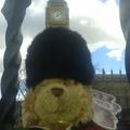 George világot lát - London 0.