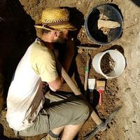 A sírba viszel - Zsugorított mellékletes régésztemetkezés Csábrágról