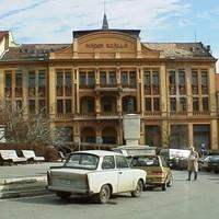 Széchenyi tér - A kávéház és a gobelin