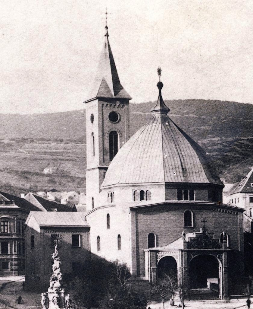 09_1890_k_szechenyi_ter_dzsami_belvarosi_templom_harangtoronnyal.jpg
