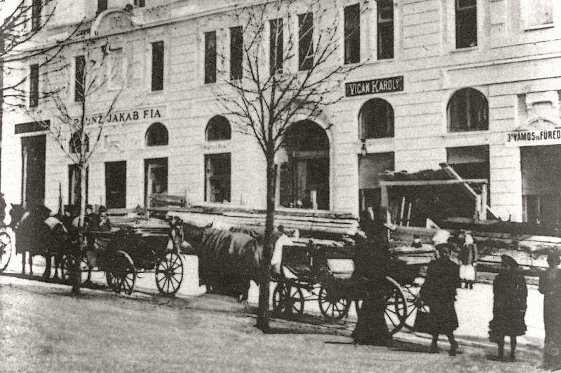 1907_varoshaza_alatti_uzletsor_szechenyi_teri_oldalon_800x.jpg