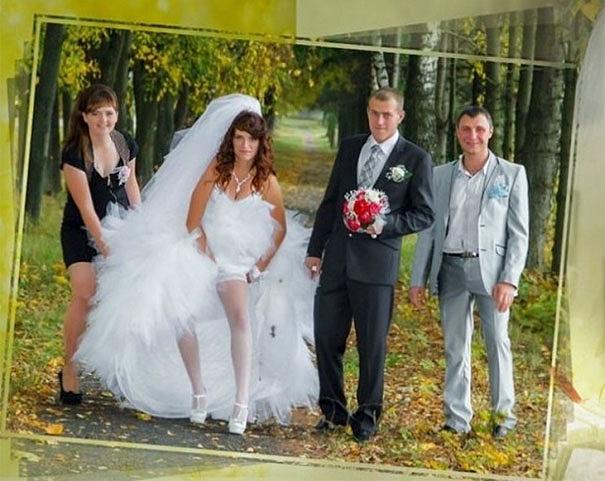 Azért megvárhatta volna a fotós, amíg a menyasszony megigazítja a harisnyáját.