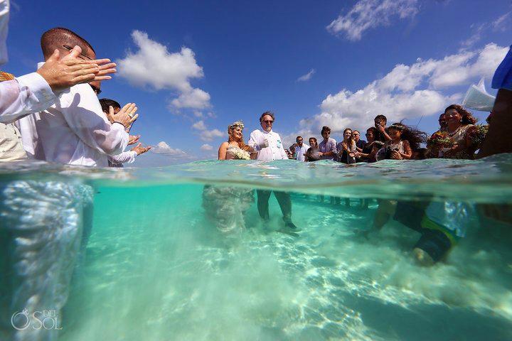 A homokdűnén ugyanúgy végig tudott vonulni a menyasszony, mintha a parton tartották volna az esküvői szertartást.