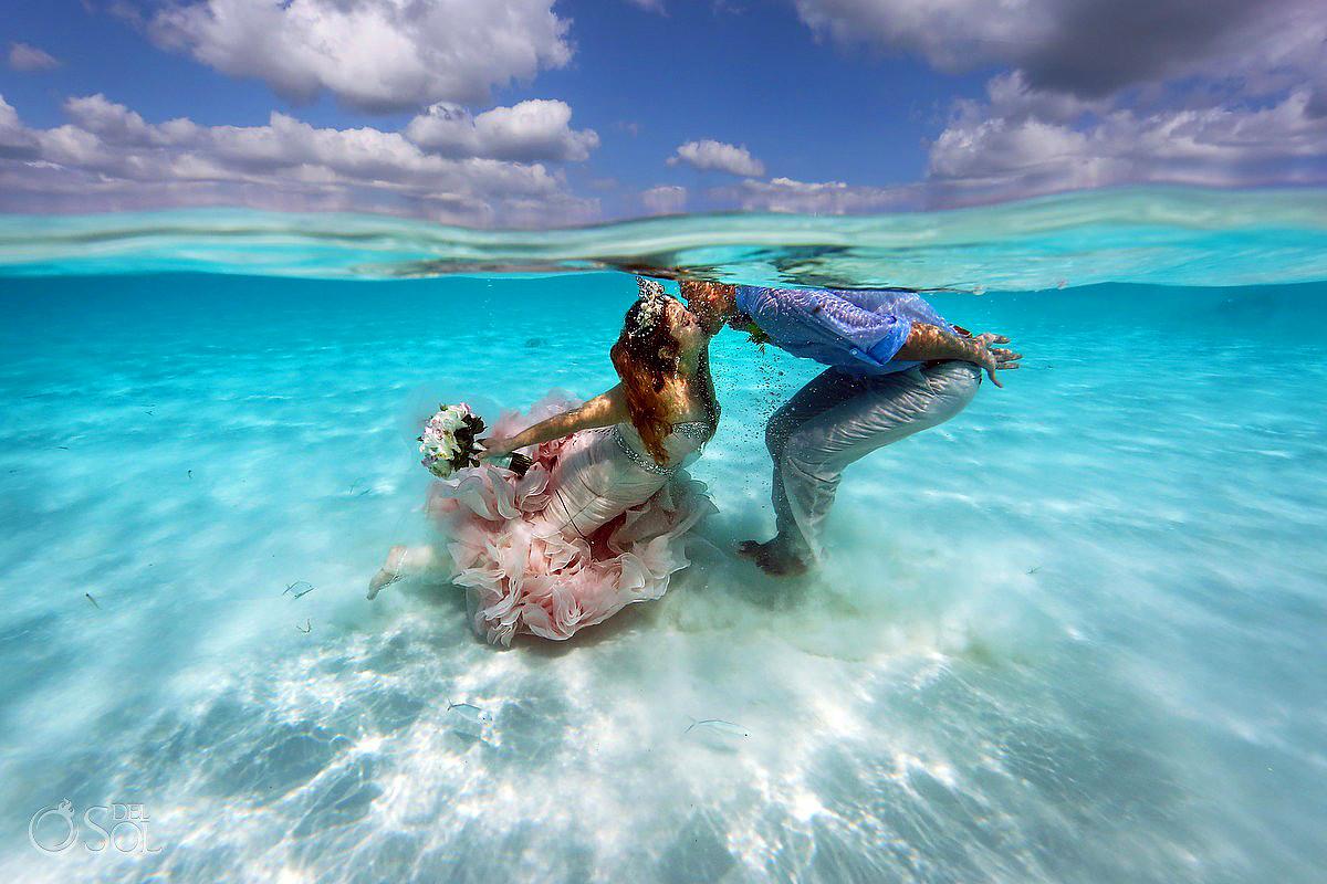A legszebb pillanat: a víz alatt csattant el az első hitvesi csók.