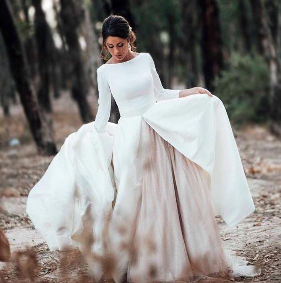 Ilyen egy igazi téli ruha, melyben alulról sem lehet felfázni a rétegelt szoknyának köszönhetően.