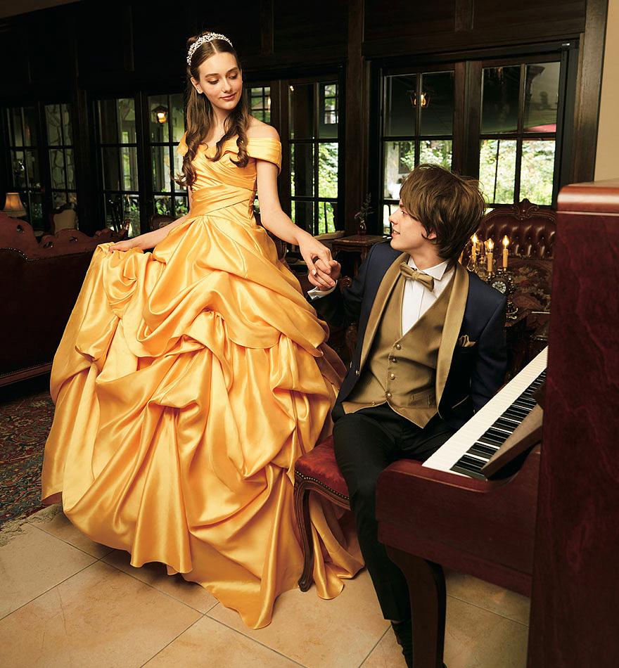 Belle sárga báli ruhája két verzióban is elérhető lesz, sajnos csak Japánban.