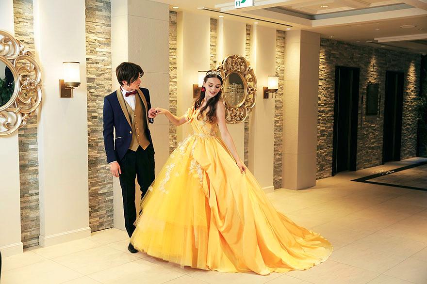 Belle ruhája mellé hercegi szmokingot is lehet majd kölcsönözni.