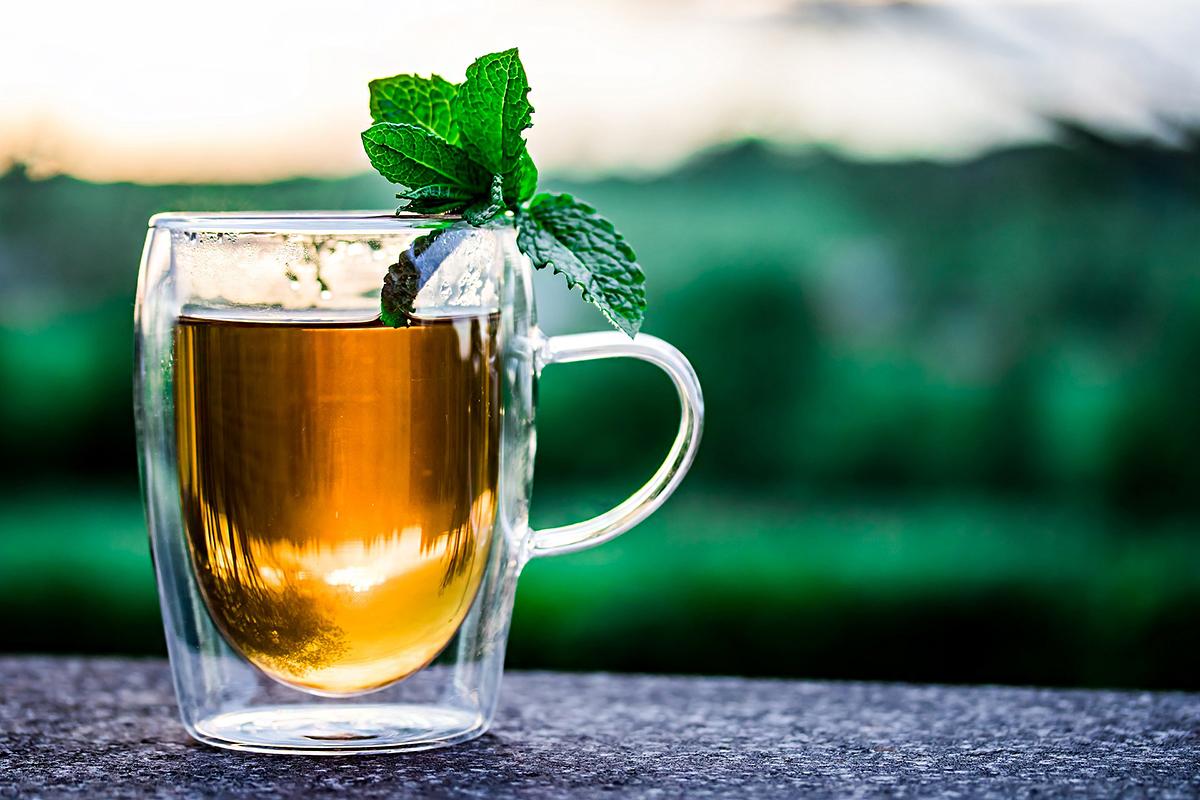 Borsmentatea gyomorgörcs és puffadás ellen: két-három kanálnyi szárított borsmentalevelet forrázz le 1,5 dl vízzel, majd hagyd állni tíz percig. Étkezések között fogyaszd a teát, naponta kétszer.