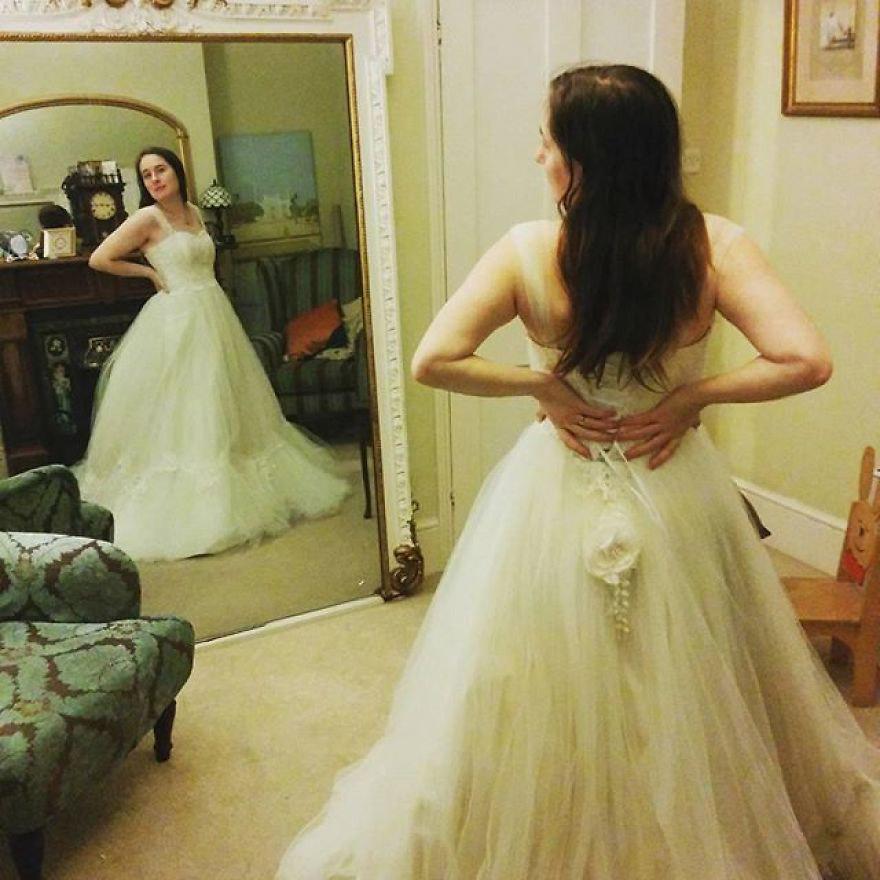 Így nézett ki eredetileg a ruha, mielőtt Felicity átalakította.