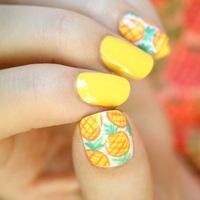 Ananász a körmökre: vidám és egyszerű nyári minta