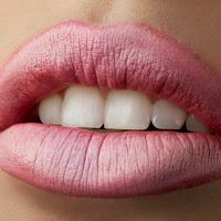 Így sminkelj magadnak teltebb ajkakat, hogy természetes hatást keltsen