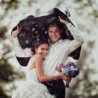 A legszebb esküvői fotók rossz időben: az esőtől romantikusak