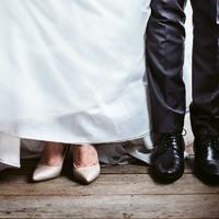 Szuper esküvői játék cipőkkel: a násznép és az ifjú pár is imádni fogja
