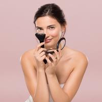 Felszívja a felesleges zsírt a bőrről, és csak 750 forint: nem kell egész nap orrot púderezni