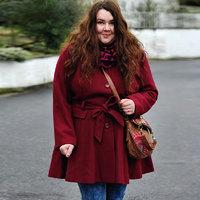 5 divatos kabátfazon, ami karcsúsít, és elfedi a pocakot