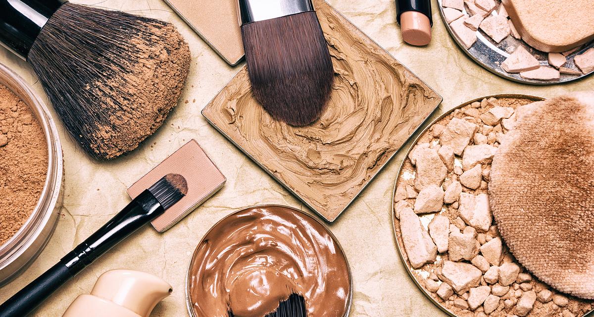 Tökéletesíti a bőrt, fent tartja a festéket: sminkalap készítése pár lépésben