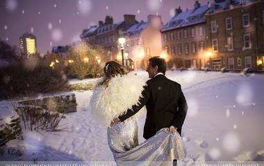 Ilyen képekért megéri télen tartani az esküvőt: mesés látványt nyújt a havas táj!