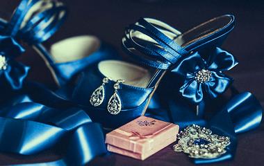 9 gyönyörű fotó, amit nézve te is sok kéket akarsz az esküvődre - Tortától a virágokig