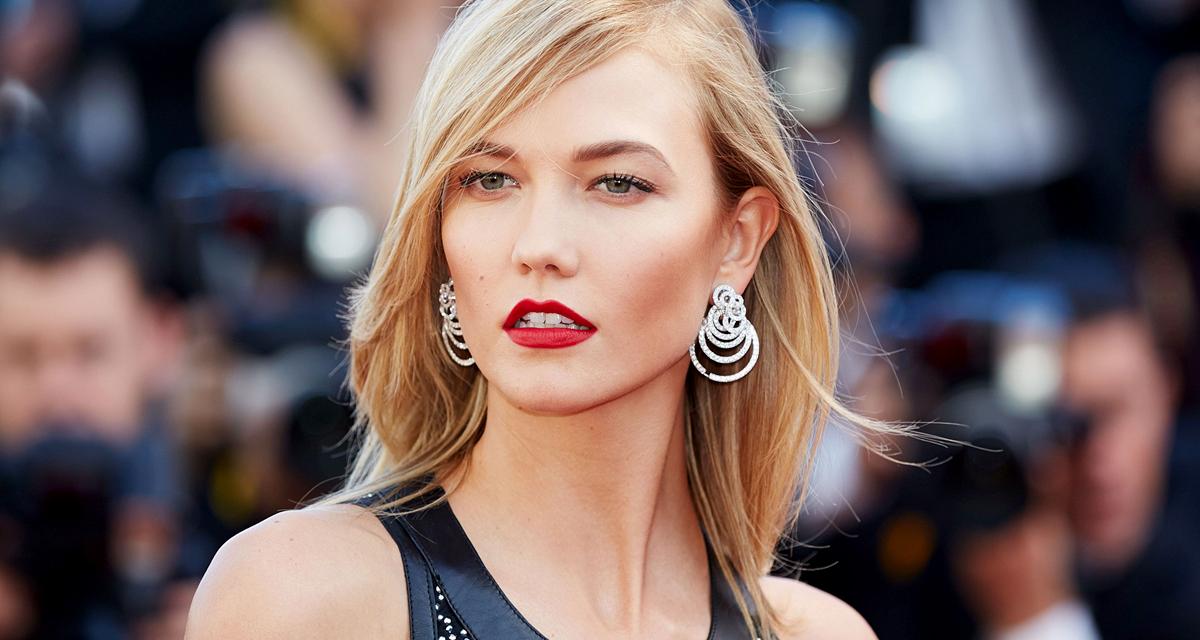 Bőrminiben dögösködik a szőke szupermodell: Karlie Kloss új fotói