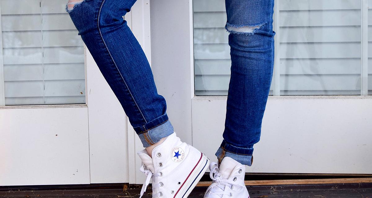 Így újítsd fel a fehér vászoncipőt: ragyogóan tiszta és vízálló lesz!