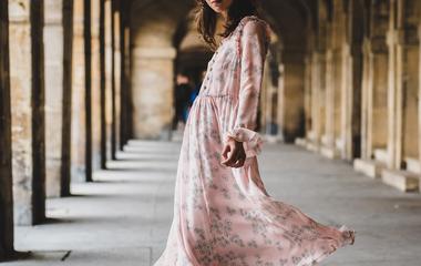 Rózsaszín: ha így viseled nagyon nőies lesz, és nem kislányos