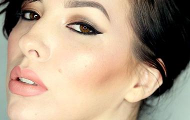 Kiugró arccsont sminkkel: vékonyabbnak mutatja az arcot