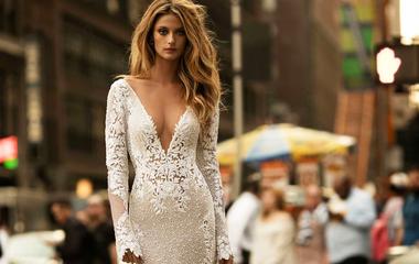 Nem mutatnak sokat a vállból, de nőiesek - A leggyönyörűbb esküvői ruhák őszre