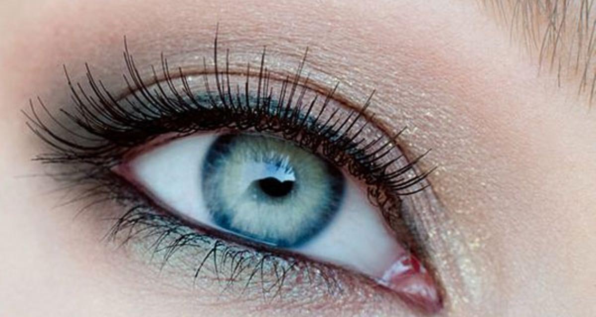 Ettől a sminktől nagynak és ragyogónak tűnik a szemed - Lépésről lépésre mutatjuk