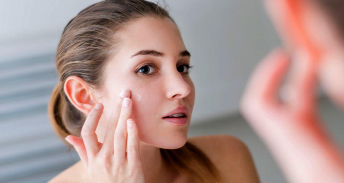 3 dolog, amit soha ne kenj az arcodra, hiába ajánlják - Árt a bőrödnek