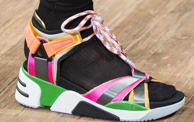 Ennél rondábbat elképzelni sem tudunk: 12 cipő a kifutóról, amivel elvetették a sulykot a tervezők