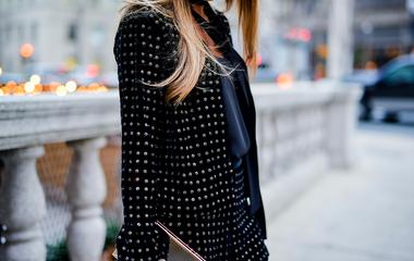 26 nőies ruhadarab bársonyból, amit nem hiába imádnak a divatbloggerek