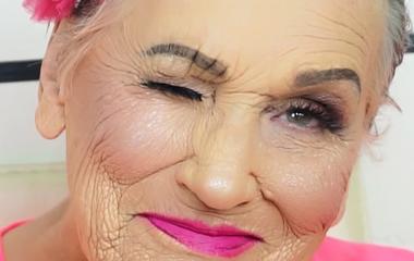 Megőrül a néniért az internet, és te is imádni fogod a sminkjét