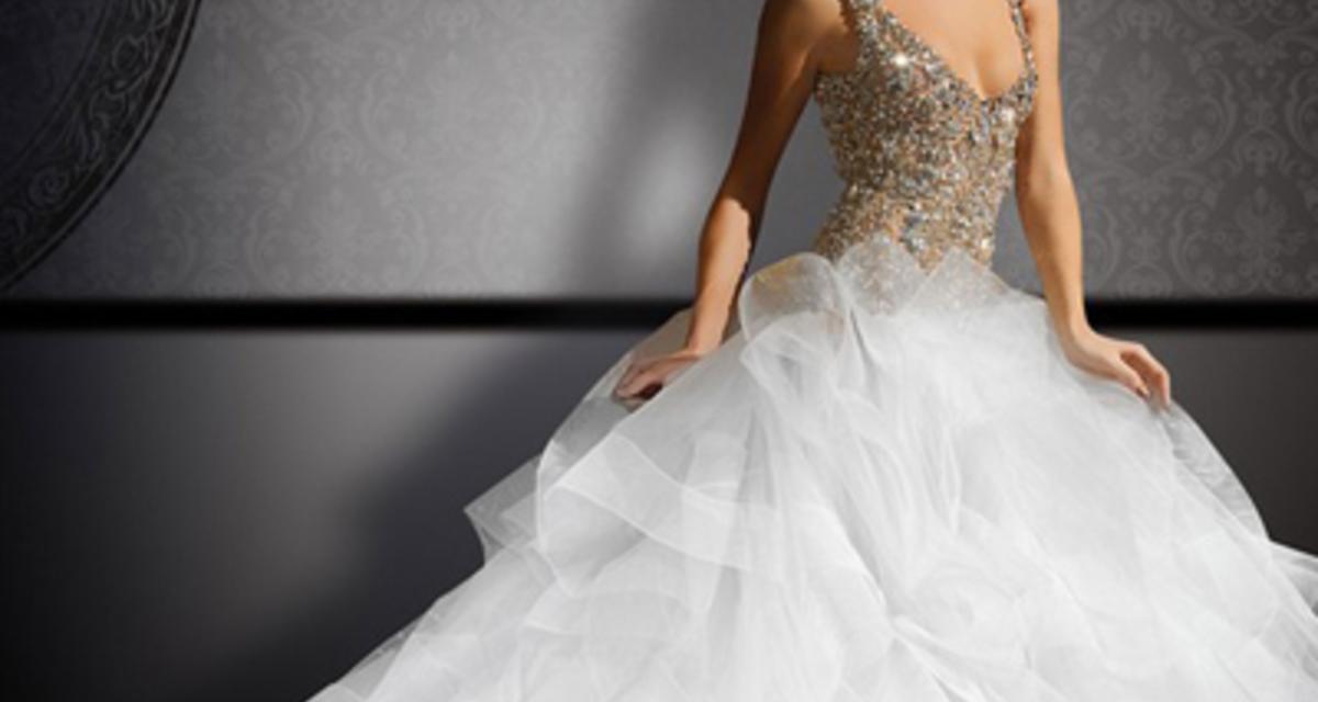 Unalmas a hófehér? Menyasszonyi ruhák egy kis plusz színnel