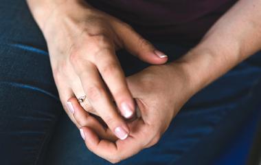 3 gyakori szokás, ami 10 évvel öregebbnek mutatja a kezeidet