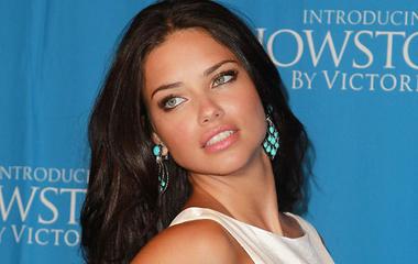 Se smink, se filter: a modell teljesen natúr arcot mutatott - Adriana Lima nem bujkál