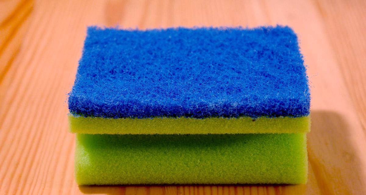 Hullámos haj mosogatószivaccsal: ezt a módszert biztosan nem ismerted