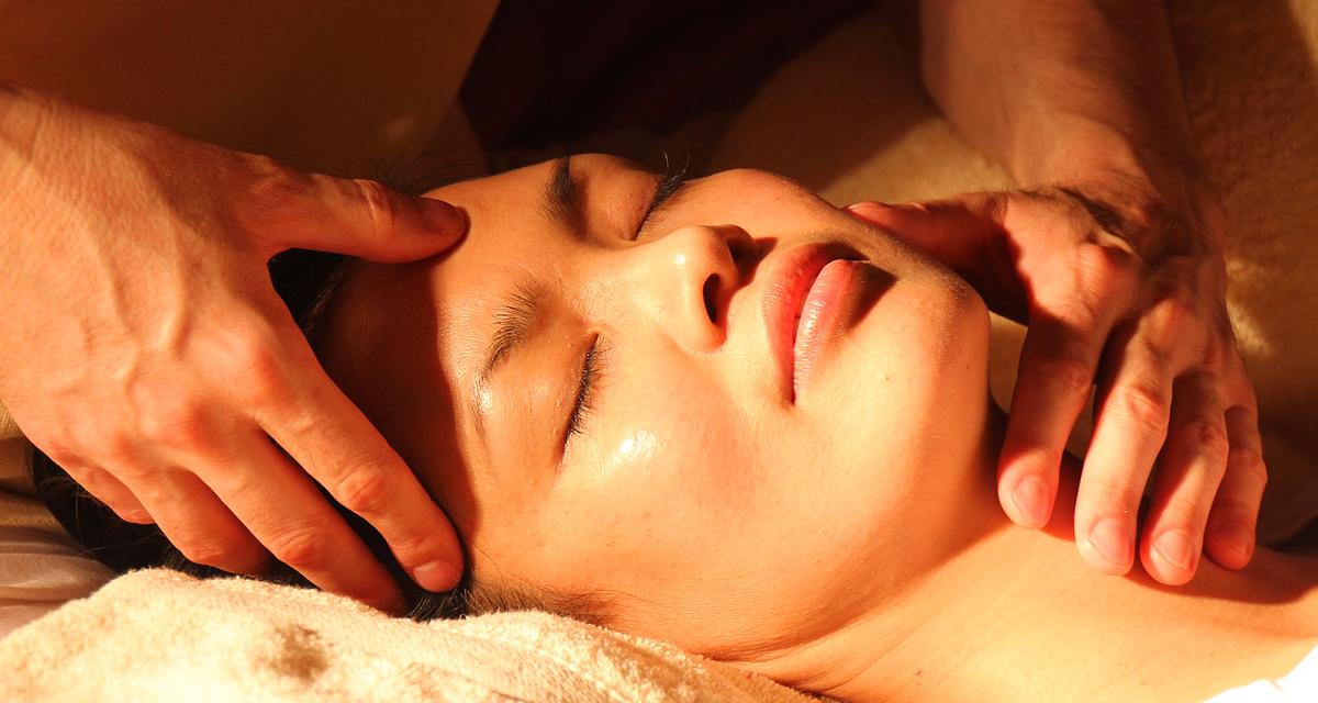 Ebben rejlik az ázsiai nők arcbőrének titka - Arcmasszázs pontról pontra