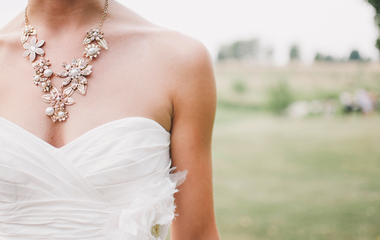 Kicsi a melled? Erre az esküvői ruhafazonra mondj igent 2018-ban
