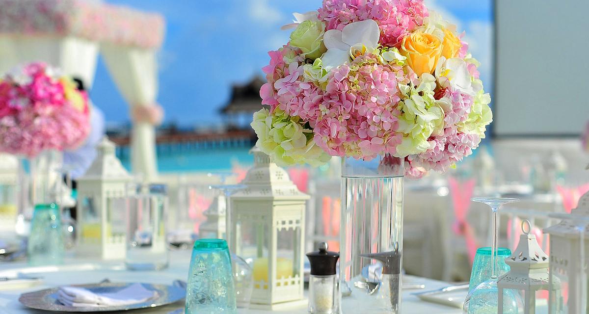 Így használd a rózsaszínt az esküvőn, hogy elkerüld a giccshatást
