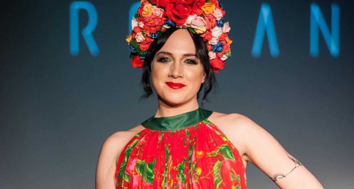 Roma hősökre emlékeztek a magyar sztárok a divatbemutatón
