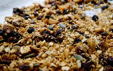 Ideális diétás reggeli szupervitaminokkal: gyömbéres granola házilag